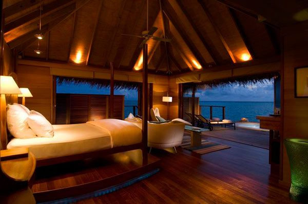 bedroom-near-ocean