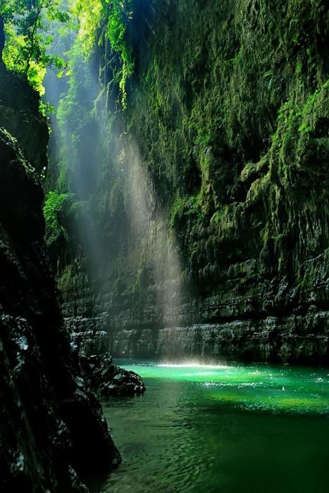 Emerald Waterfalls | Blog White Linen Interiors Miami